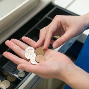 コンビニではクレジットカード支払いがお得で便利!使い方を解説