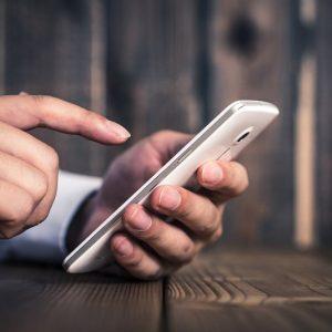 クレジットカード審査で携帯料金の延滞は影響する?
