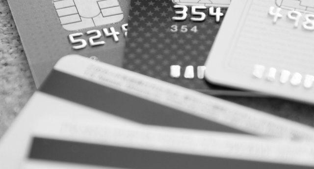 クレジットカードの支払いを滞納したらどうなるの?滞納期間別の対処法は?